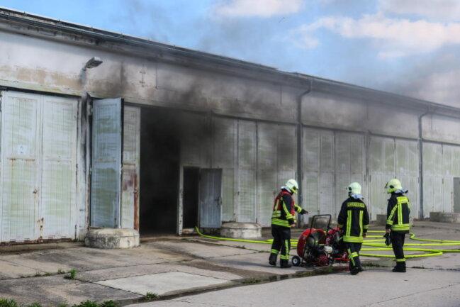 <p>Zusätzlich wurde die Halle belüftet, um den starken Rauch aus der Halle zu leiten.</p>