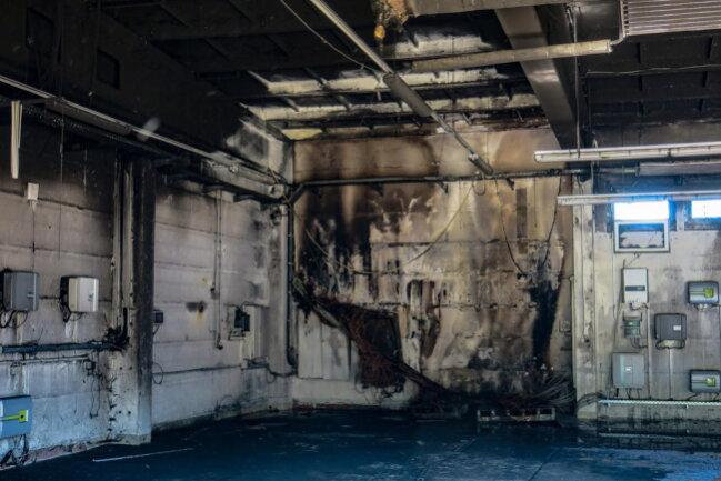 <p>Ersten Informationen zufolge brach der Brand vermutlich wegen eines technischen Defektes aus.</p>