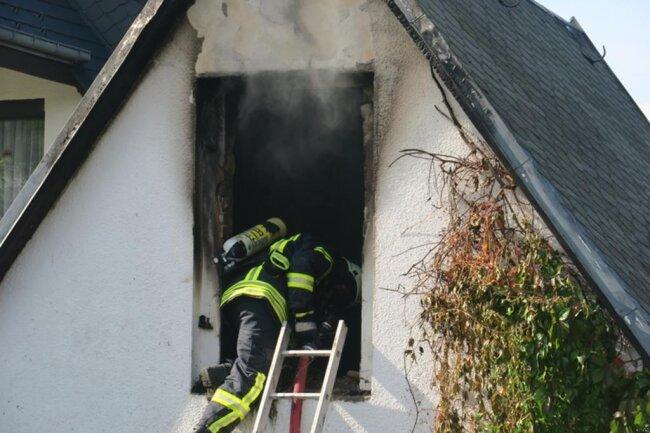 <p>Im Einsatz waren 56 Einsatzkräfte der Feuerwehren, zudem Polizei und Rettungsdienst.</p>