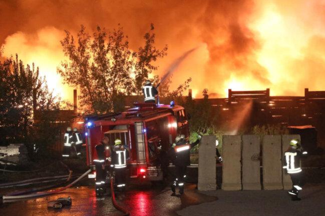 <p>Das Feuer sei am Dienstagabend auf einer Fläche von 80 mal 10 Metern ausgebrochen, teilte die Polizei am Mittwoch mit.</p>