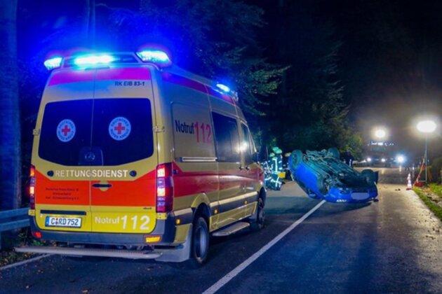 <p>Laut Polizei hatte ein VW auf dem Dach liegend die Straße blockiert.</p>