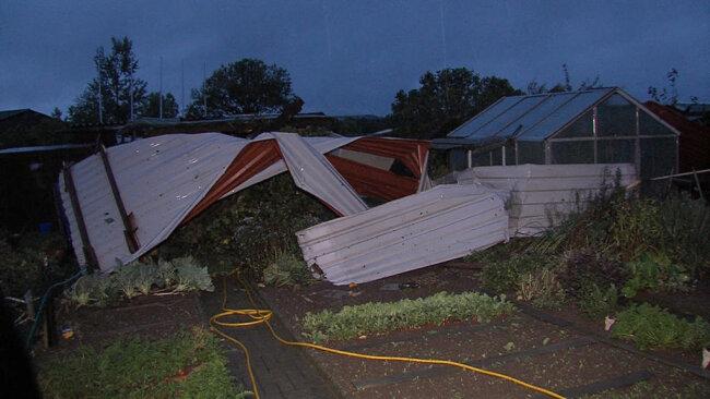 <p>Mehrere Dächer wurden abgedeckt.</p>