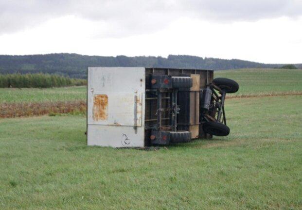 <p>Dieser Bauwagen wurde von der Wucht des Sturmes einfach umgeworfen.</p>