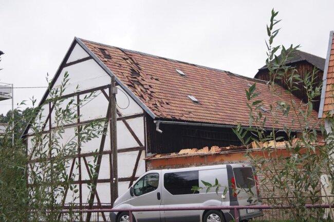 <p>Mehrere Dächer trugen Schäden davon.</p>