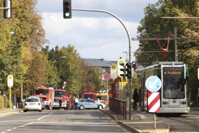 <p>Der Diskamarkt und die Kirche gegenüber des Friedhofs waren geräumt worden, auch der Straßenbahnverkehr der Linie 4 wurde gestoppt.</p>