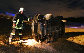 <p>Der Fahrer (45) wurde leicht, seine 20-jährige Beifahrerin schwer verletzt.</p>