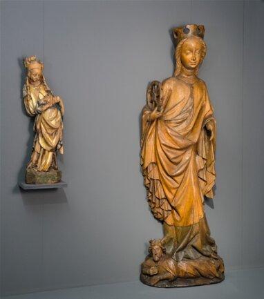 <p>Unter dem Luxemburger Karl IV. wurde Prag künstlerisches Zentrum Europas. Der aufkommende Schöne Stil strahlte auch nach Sachsen aus. Links: eine Madonna aus Gersdorf bei Döbeln, um 1430, rechts eine Darstellung der HeiligenKatharina aus Horazdovice, um 1420.</p>