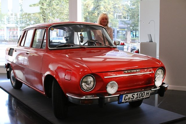 <p>Ein Skoda S100 aus dem Jahre 1974 gehört ebenfalls zu den Exponaten der Ausstellung. Das Auto war einst in der DDR als Alternative zu Trabant und Wartburg sehr beliebt.</p>