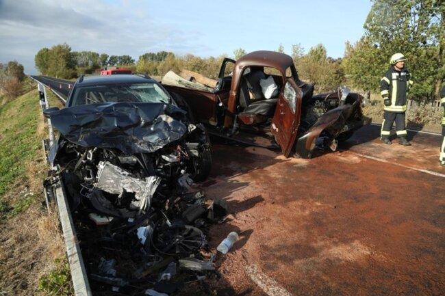<p>Die 34-jährige Skoda-Fahrerin sowie ein sechsjähriges Mädchen im Skoda erlitten schwere Verletzungen.</p>