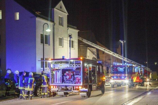 <p>Wie der Einsatzleiter der Feuerwehr mitteilte, brach das Feuer im Keller des Hauses aus.</p>