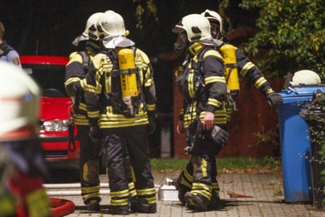 <p>Insgesamt mussten drei Personen mit dem Verdacht auf Rauchgasvergiftung behandelt werden.</p>