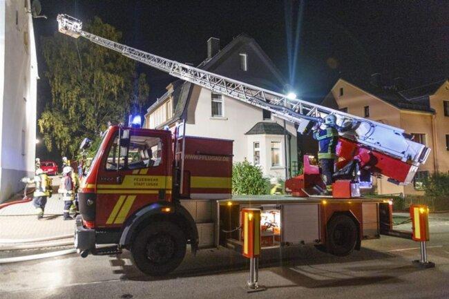 <p>Nachdem die Feuerwehr das Haus vom Rauch befreit hatte, konnten die Bewohner zurück in ihre Wohnungen.</p>