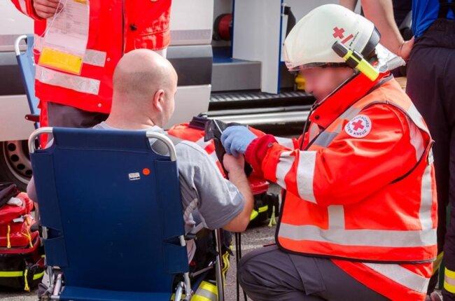 <p>Rund 100 Einsatzkräfte waren zugegen, bilanzierte die Rettungsleitstelle.</p>