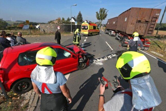 <p>Die Freiwillige Feuerwehr Gersdorf war mit neun Kameraden im Einsatz, um auslaufende Betriebsmittel zu binden und die Unfallstelle abzusichern.</p>