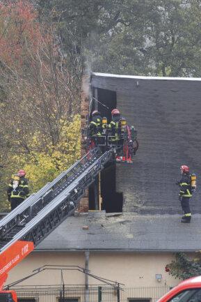 <p>Die Feuerwehr war&nbsp;vor Ort. Brandursachenermittler hätten ebenfalls ihre Arbeit aufgenommen.</p>