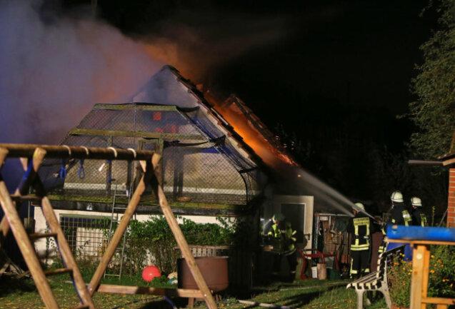 <p>Der komplette Dachstuhl brannte aus.</p>