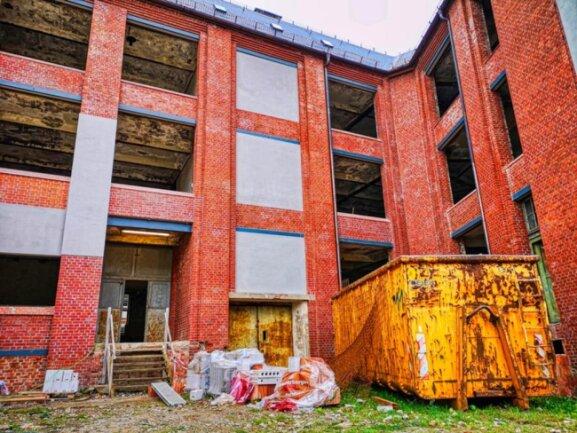 <p>Wellner-Gebäude 1 von hinten. Die Klinkerfassade entspricht dem Original und wird so erhalten. Sie wurde wurde lediglich gereinigt.</p>