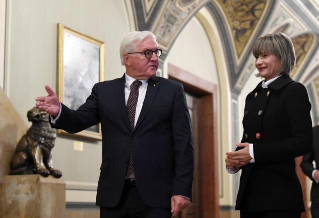 """<p><span class=""""img-info"""">Frank-Walter Steinmeier im Gespräch mit Rathauschefin Barbara Ludwig.</span></p>"""