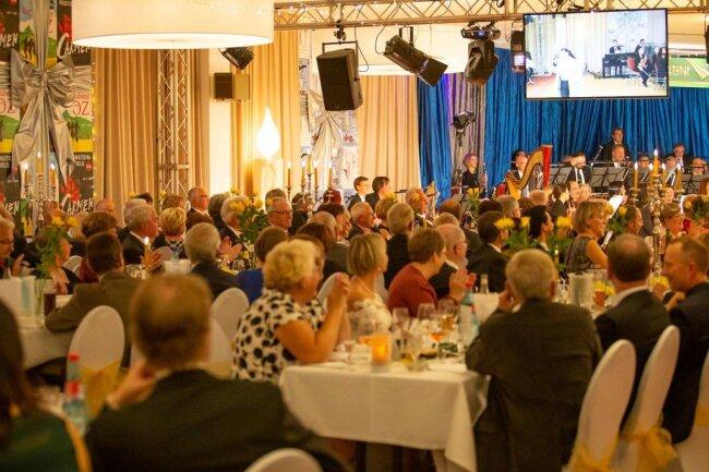 <p>Etwa 300 Gäste haben den ersten der beiden festlichen Gala-Abende miterlebt. Heute Abend gibt es dann die zweite Auflage.</p>