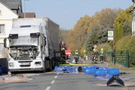 <p>Nach Polizeiangaben hatte sich ein Haflinger-Hengst, der in einem an der Straße gelegenen Bauernhof angebunden war, gegen 10.15 Uhr erschrocken und losgerissen, war auf die Bundesstraße und direkt vor einen tschechischen Lastzug gelaufen.</p>  <p></p>  <p></p>