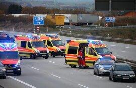 <p>Nach ersten Erkenntnissen fuhr der 49-jährige Fahrer eines Skoda aufgrund der tiefstehenden Sonne auf einen VW sowie einen BMW.</p>