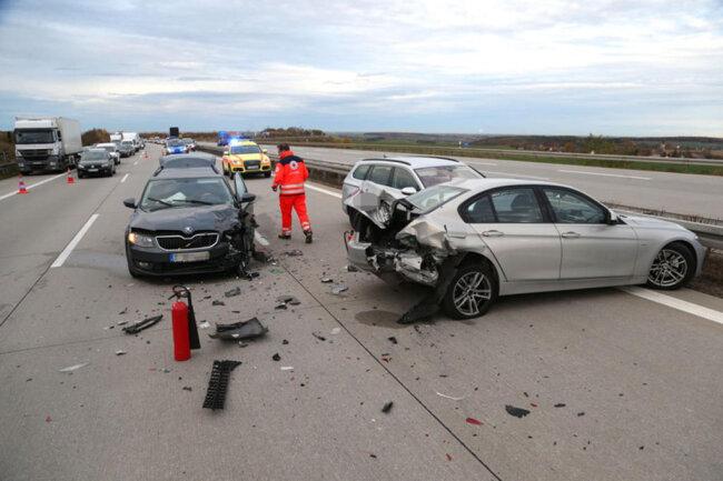 <p>Der Skoda-Fahrer und der VW-Fahrer, beide 42, erlitten leichte Verletzungen. Schaden: 23.000 Euro.</p>