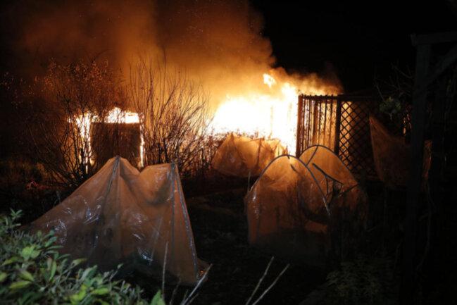 <p>Die Feuerwehr konnte die Brände löschen.<br /> </p>