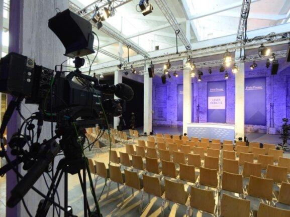 """<p>Ein Blick auf den leeren Saal in der Hartmannfabrik, wo Angela Merkel ab 16 Uhr mit den """"Freie Presse""""-Lesern und Leserinnen diskutierte.</p>"""