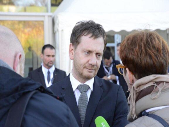 <p>Sachsens Ministerpräsident Michael Kretschmer (CDU) ist gegen 12.45 Uhr eingetroffen.</p>