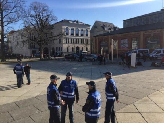 <p>Das Kommunikationsteam der Polizei war mit gut 20 Mitarbeitern im Einsatz.</p>