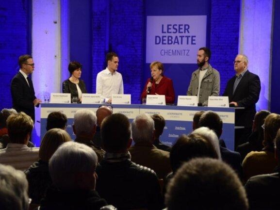 """<p>Angela Merkel diskutierte im vollbesetzten Saal der Hartmannfabrik mit den vier """"Freie Presse""""-Lesern.</p>"""