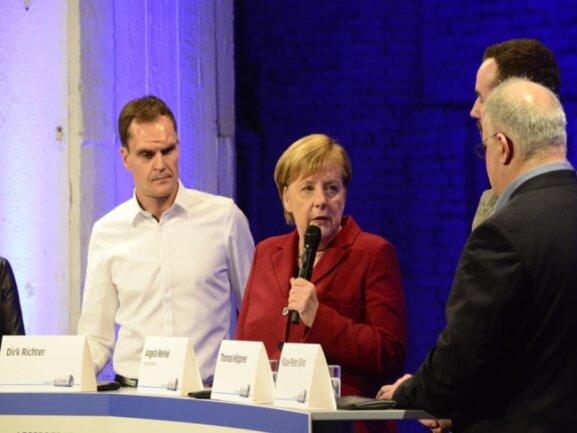 """<p>Merkel im Gespräch: """"Mir ist in der Diskussion heute mit den Menschen hier noch kein einziges Problem begegnet, das es in anderen Städten nicht auch gibt.""""</p>"""
