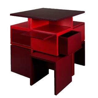 <b>Alles in einem - von Kay Bodrich:</b> Ein Küchenmöbel stellt sich vor. Es besteht aus einer abnehmbaren Arbeitsplatte und funktioniert dadurch als Stehtisch ebenso wie als Esstisch. An den Seiten befinden sich Schubfächer und Ausziehböden. Die passenden Sitzgelegenheiten befinden sich im unteren Bereich. Geöffnet ein Multifunktionstisch - geschlossen ein einfacher Kubus.