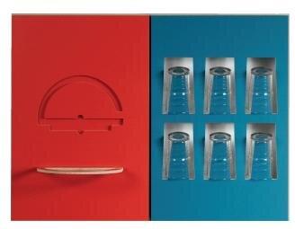 <b>Küchenfront 2D_3D HA von Tamara Zimmermann: </b> ist eine Variante des 2D_3D Küchenfrontsystems. In die Oberschrankfronten sind verschiedene Hakenformen flächenbündig eingelassen. Durch das Herausnehmen und Einste- cken in die dafür vorgesehene Nut entstehen unterschiedlichste Aufbewahrungsvarianten für diverse Küchenutensilien.