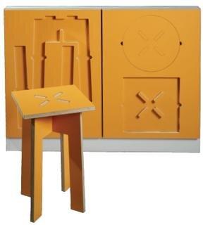 <b>Küchenfront 2D_3D HO von Tamara Zimmermann:</b> ist eine Variante des 2D_3D Küchenfrontsystems. In die Unterschrankfronten sind Hockerteile flächenbündig eingelassen. Durch Herausnehmen und Zusammenstecken entstehen flexible Sitzmöglichkeiten.