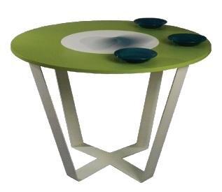 <b>Gentleman - von Romy Friedewald:</b> Die bündig eingelassene, farblich abgesetzte Tischplatte ist Namensgeber für diesen Esstisch, denn der hitzebeständige Mittelpunkt ist gedacht für das schwere oder heiße Gedeck einer Mahlzeit. Ohne Anstrengung können Töpfe und Schalen einfach herangedreht oder weiterge- schoben werden. Ein freundlicher Tisch, der Brandblasen verhindert.