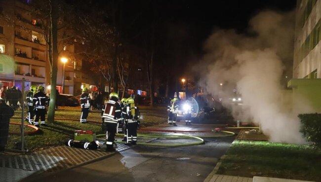 <p>Durch den Brand sind offenbar auch die Versorgungsleitungen des Hauses beschädigt worden. Angaben zur Höhe des Schadens liegen noch nicht vor.</p>