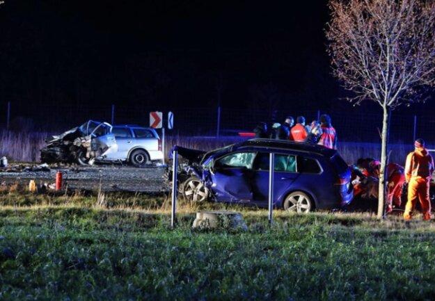 <p>Der Fahrer des VW wurde bei dem Unfall schwer verletzt.</p>
