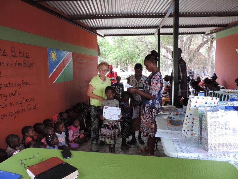 <div>Die Kinder erhalten ihre ersten Urkunden für gute Ergebnisse in den einzelnen Fächern wie Englisch, Heimatkunde, Mathematik und Christenlehre, aber auch für guten Charakter, Sauberkeit, Höflichkeit und Aufmerksamkeit.</div>