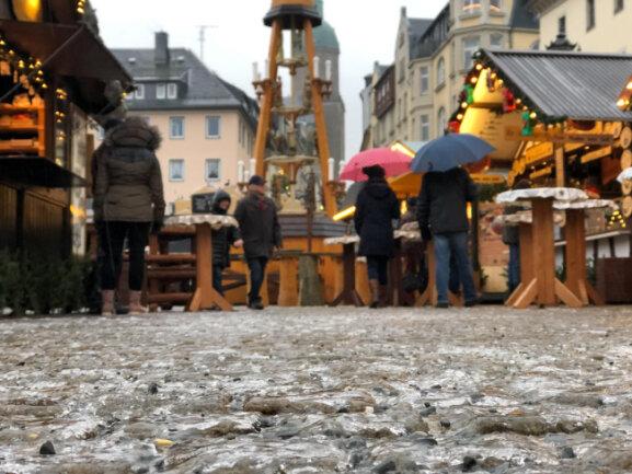 <p>Auf dem Annaberger Weihnachtsmarkt wurde das traditionelle Pyramideanschieben abgesagt.</p>