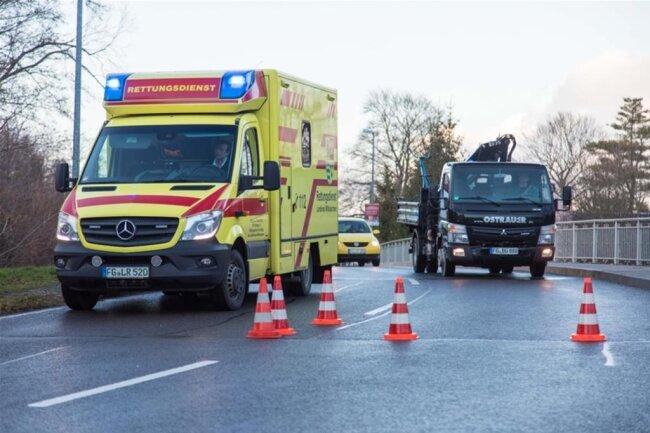 <p>Die Fahrerin wurde verletzt in ein Krankenhaus gebracht.</p>