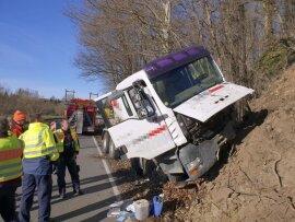 <p>Der Fahrer musste schwer verletzt ins Krankenhaus gebracht werden, teilte die Polizei mit.</p>