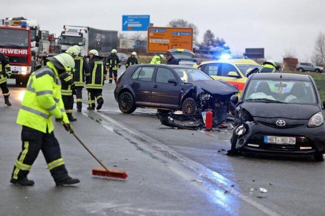 <p>Die Feuerwehren von St.-Egidien und Kuhschnappel wurden zum Einsatzort gerufen. Foto: Andreas Kretschel</p>
