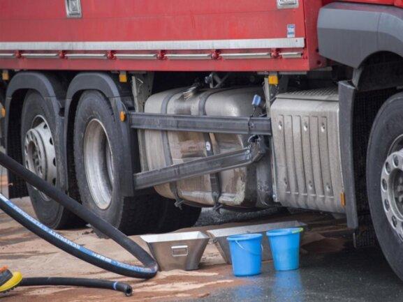 <p>&nbsp;400 Liter Diesel drohten auszulaufen.</p>