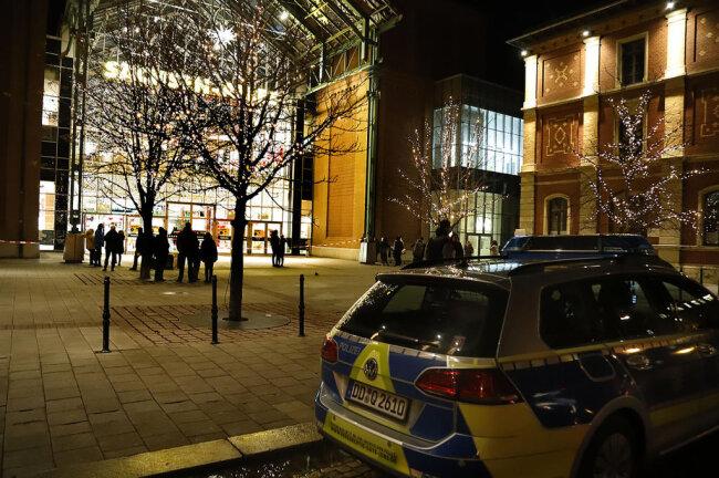 <p>Kurz vor Ladenschluss hatte ein bisher unbekannter Täter eine Bombendrohung gegen das Einkaufscenter Sachsenallee in Chemnitz ausgesprochen.</p>