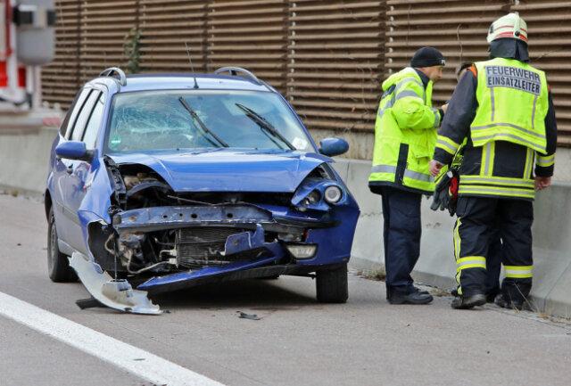 <p>Nach ersten, durch die Polizei bestätigten&nbsp;Informationen&nbsp;prallte ein&nbsp;Ford&nbsp;Focus&nbsp;auf der Fahrbahn in Richtung Dresden gegen eine Betonleitplanke.&nbsp;</p>