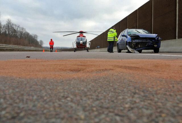 <p>Wegen der Landung eines Rettungshubschraubers wurde die Fahrbahn in Richtung Dresden&nbsp;voll gesperrt.&nbsp;</p>