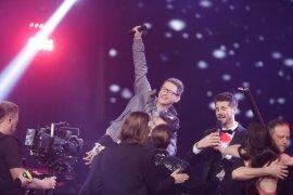 "<p>Samuel Rösch bejubelt seinen Sieg bei ""The Voice of Germany"".</p>"