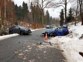 <p>Laut Polizei geriet ein 28-Jähriger gegen 7 Uhr auf der S 274 aus Richtung Blauenthal, ungefähr 200 Meter vor dem Ortseingang Sosa,mit seinem Suzuki in den Gegenverkehr und kollidierte frontal mit einem Seat.</p>