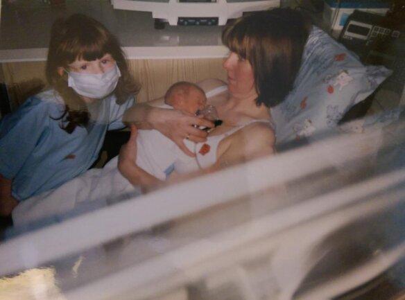 <p>Alexander mit Mutter Kerstin und Schwester Alexandra.</p>